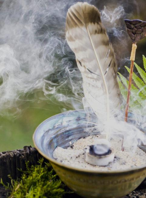 Räucherschale mit Feder und Löffel, Heimische Harze, Räuchern, Zirbenharz