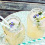 Kräuterlimonade mit Waldmeister  – beste Erfrischung für warme Tage