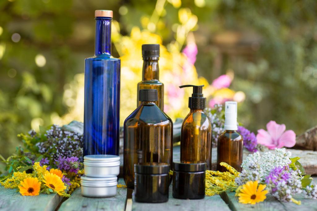 Tiegel und Flaschen